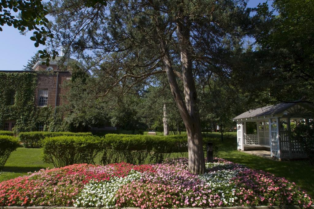 Sunken Garden behind Kirk Memorial