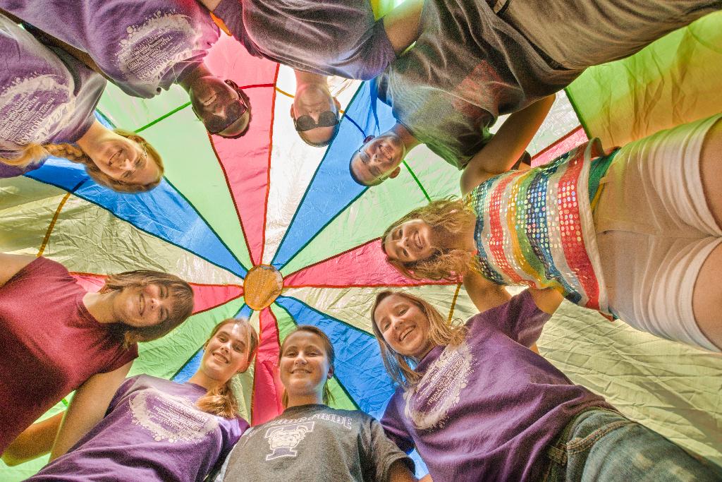 Meeting up under a parachute